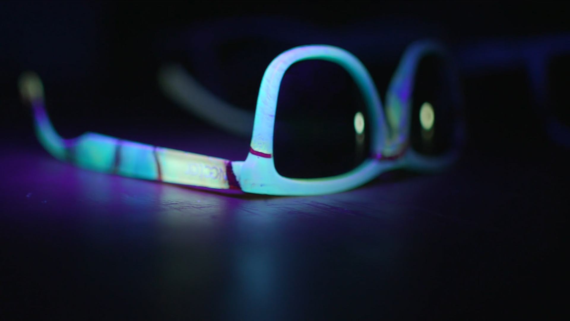 ca0fa58229578 These polarized sunglasses want you to glow for a good cause