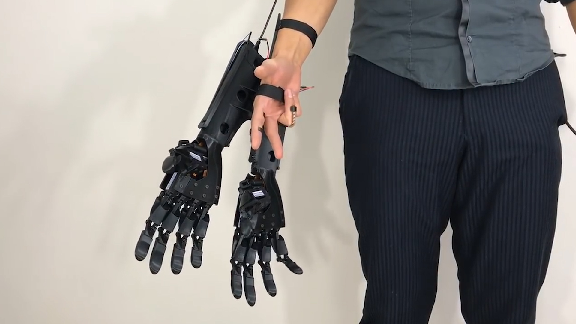 A 3D-printed wearable device could give you an extra hand     literally